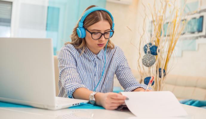 ¿Ayuda la música para alcanzar la concentración en el trabajo?